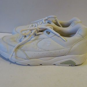 check-out b3af3 760fe NEW BALANCE 810 WHITE LEATHER SNEAKERS 8.5